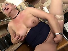 Mature booty busty Milena feeding her hungry pussy