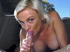 Caroline une milf gourmande aime avoir une bite dans son cul